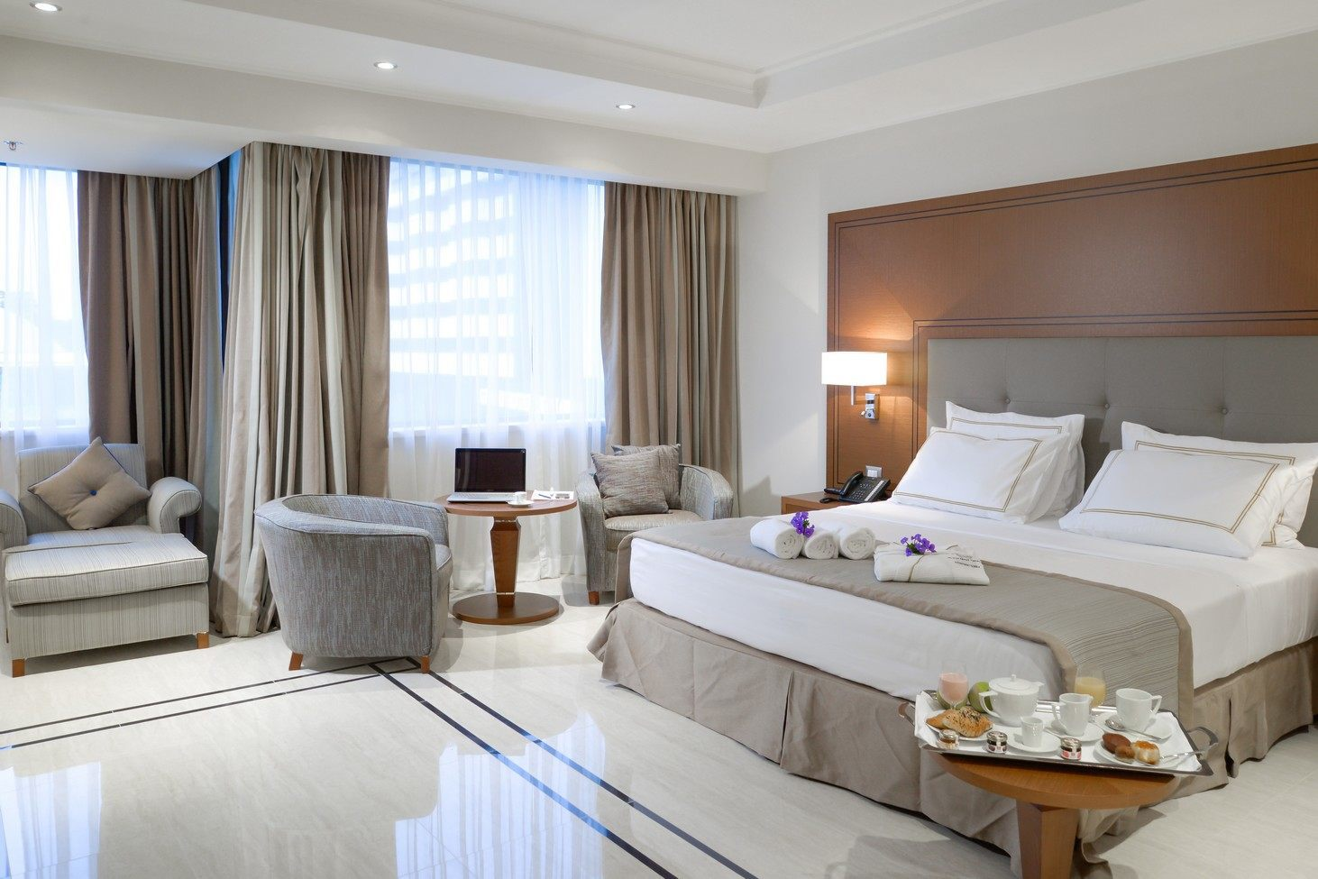 Habitaci n superior grand hotel djibloho for Habitaciones conectadas hotel